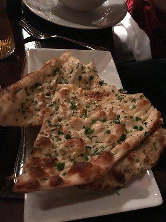 Sachins Restaurant: Chili and Coriander Naan