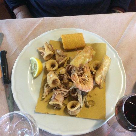 Terricciola, Italia: Frittura di totani gamberi e alici