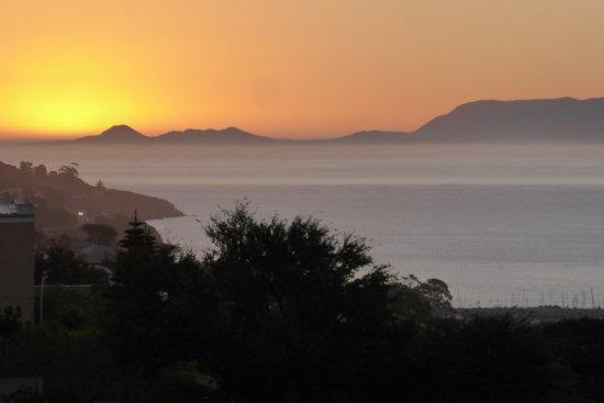 Gordon's Bay, South Africa: Coucher de soleil depuis la terrasse
