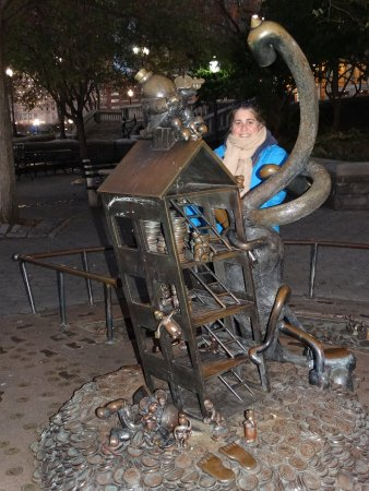 Pequeñas estatuas Battery Park City s Rockefeller Park