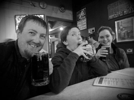 Otto's Pub and Brewery: Family fun at Otto's!