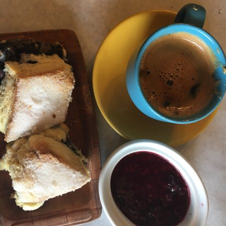 Penasco, Nuevo México: Double espresso and scones sublime make this an excellent choice for Sunday brunch.