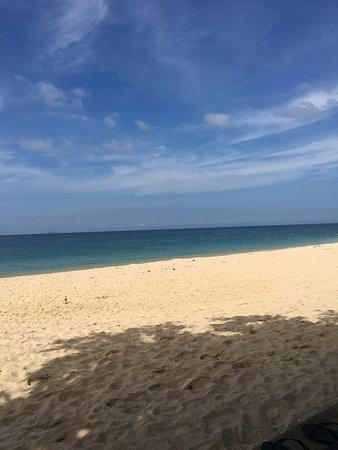 Nakara Long Beach Resort: The beach
