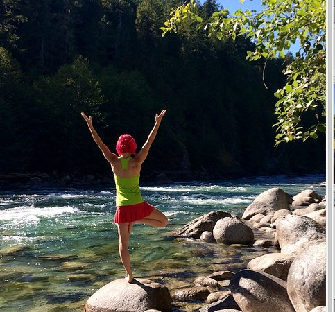 North Bend, Kanada: Yoga by the river