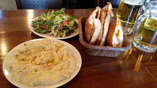 Adana Grillhaus: Hummus, salad and bread