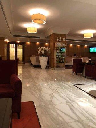 فندق راديسون بلو مارتينز، بيروت: Hall