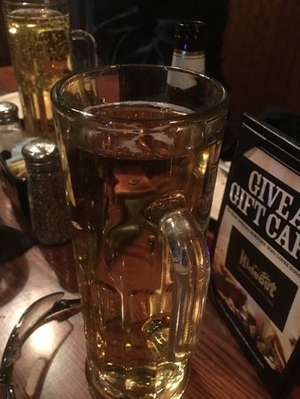 20's Hideout Steakhouse & Bar: Draft beer, dead, but warm, on arrival, don't buy