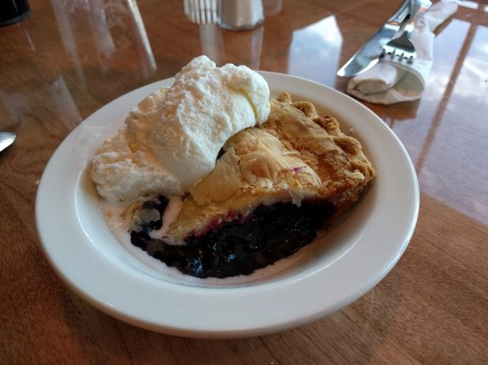 West Street Cafe: Blueberry Pie a la mode