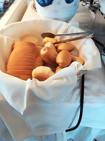 San Giuliano a Mare, Italy: pane integrale, al latte , arabo , bianco normale