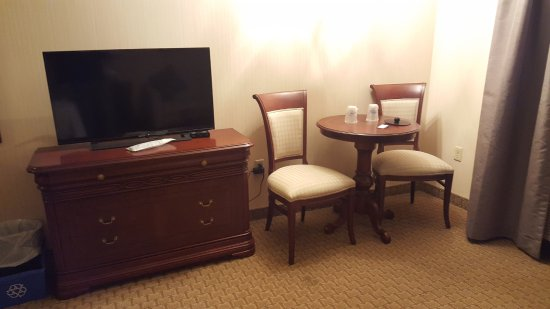 Best Western Plus The Arden Park Hotel: TV and sitting area