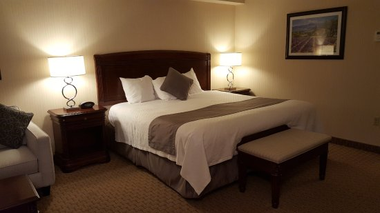 Best Western Plus The Arden Park Hotel: Other view of bed