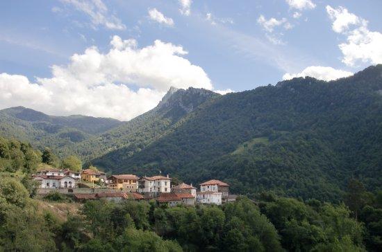 Beleno, إسبانيا: Enclave entre montañas