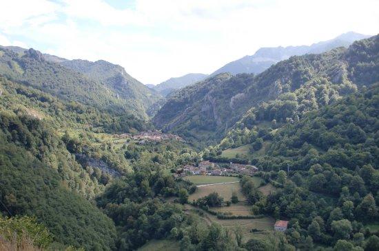 Beleno, Spanien: Al fondo de un valle