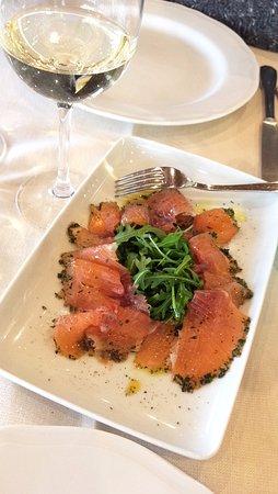 San Rocco a Pilli, Italie : salmone cotto a freddo con erbe aromatiche