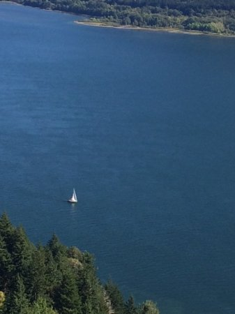Cape Horn Overlook: Sailing in the Columbia River