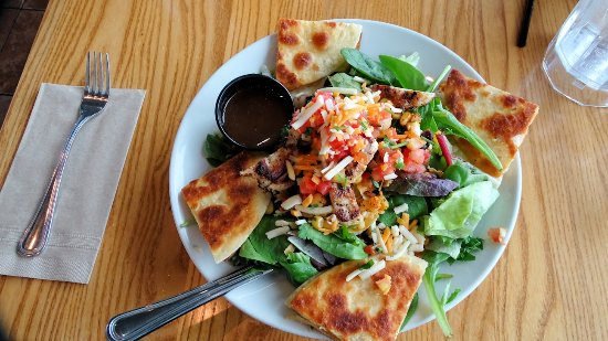 Leduc, Canadá: Quesadilla Explosion Salad