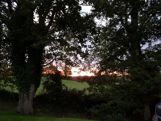 ‪‪Ballincar‬, أيرلندا: Sunrise from the side parking lot‬
