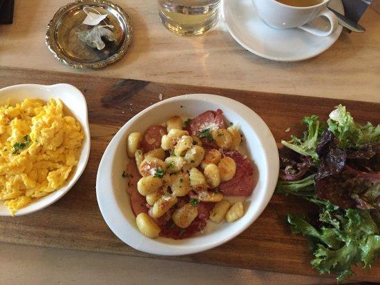 Lantzville, Канада: Scrambled eggs with manschego cheesa, gnocchi fried in balck truffle oil over Cdn bacon