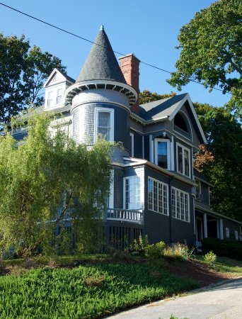 Prospect Hill Historic District: Many of the homes have been beautifully restored
