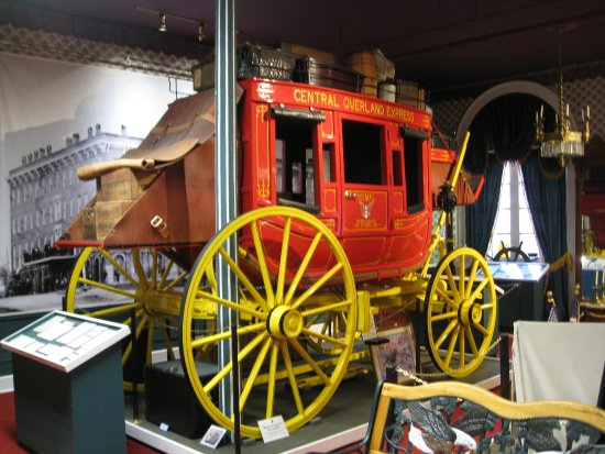 Patee House Museum: Stage coach -- how would we fare using this today!!