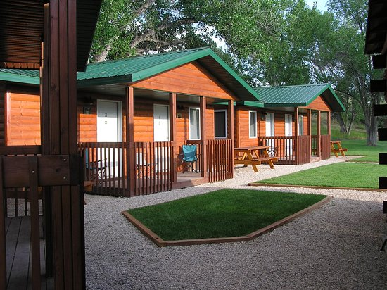 Shell, WY: Cabins from front