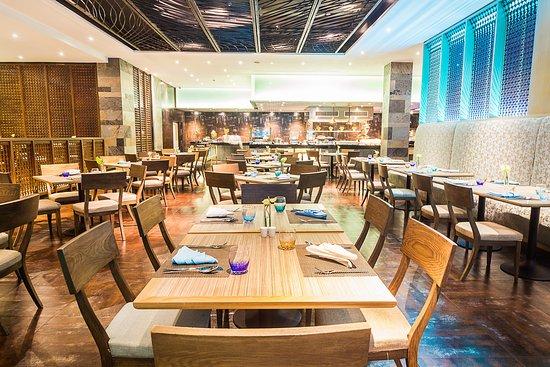 โรงแรมสวิสโซเทล เลอ คองคอร์ด กรุงเทพฯ: 204 Bistro & Bar features international cuisine, all day dining.