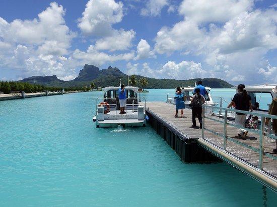 InterContinental Bora Bora Le Moana Resort: 空港はボートで