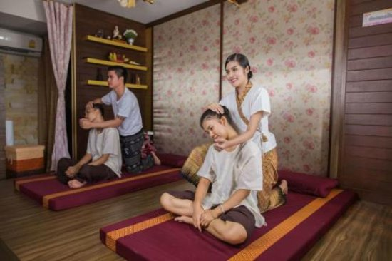 San Sai, Thailand: Traditional thai body massage