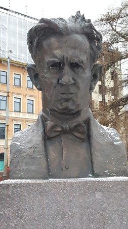 Bust Leonids Vigners