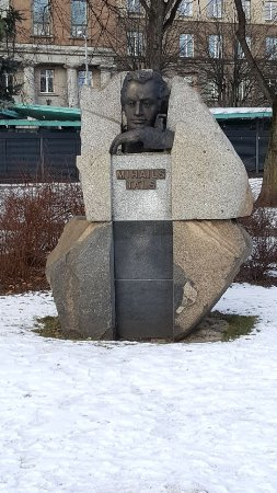 ‪Monument to Mikhail Tal‬