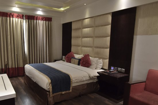 """Grand Godwin Hotel: """"exec"""" room"""