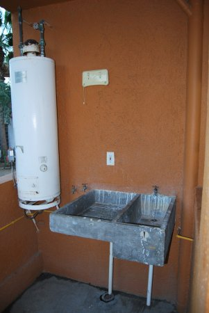 Sunrock Condo Hotel: utility balcony