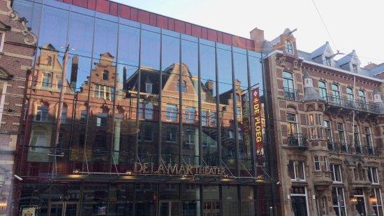 Hotel La Boheme: Il DeLaMar Theatre di fronte all'hotel.