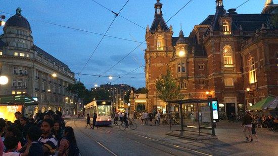Hotel La Boheme: Lo snodo della stazione Leidseplein, a due passi dall'hotel.