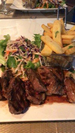 Alamanda Hôtel : Ente mit Salat und Pommes frites
