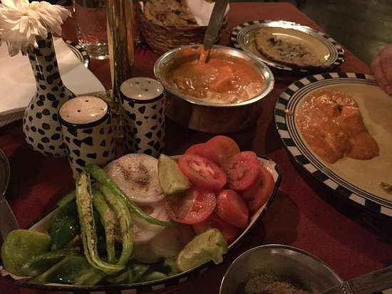 Chowka at The Aodhi: Delicious vegetarian dinner served to specifications :-)