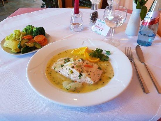 Limburgerhof, Allemagne : Salmone al Vino mit Gemüse