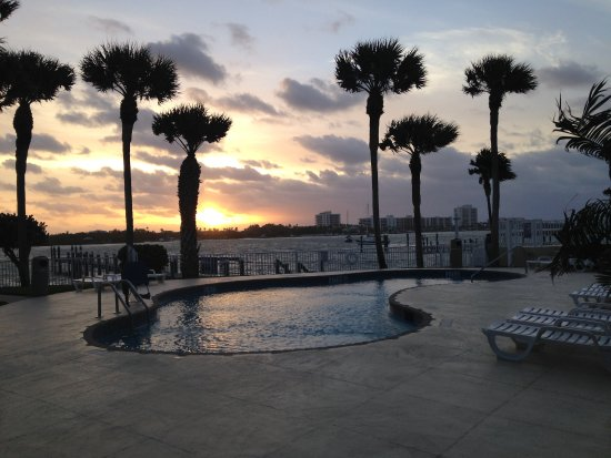 Jupiter Waterfront Inn : Sunrise view to pool and intercoastal waterway.