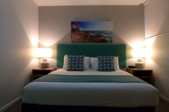 Ramada Resort Flynns Beach: Bedroom
