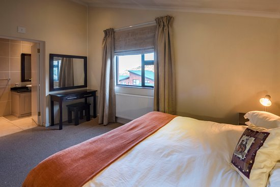 Barkly East, แอฟริกาใต้: Leisure Chalet Ensuite Bedroom