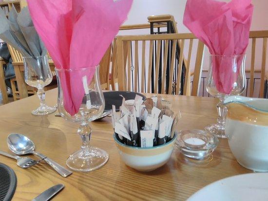 Seaforde, UK : Table setting