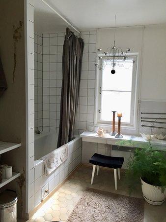 Jokioinen, Φινλανδία: Majoittujien yhteiskäytössä oleva kylpyhuone/wc (lisäksi käytössä on toinen erillinen wc)