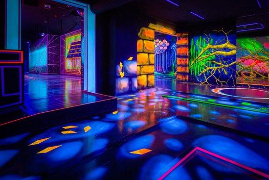 Schwarzlicht Semester 3D Minigolf Bochum