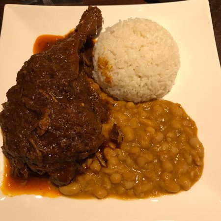 Tito's Peruvian Restaurant: Great food. We got served really quickly. There is a great menu with many different dishes to ch