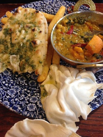 Aldergrove, UK: The curry served with poppadoms