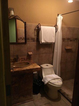 Hotel Parador Margarita: bathroom & shower