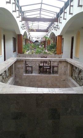 Hosteria Rincon de Puembo: the inside court yard