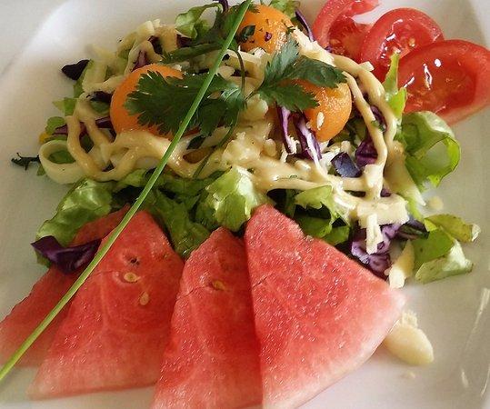 Maussac, France : Salade végétarienne