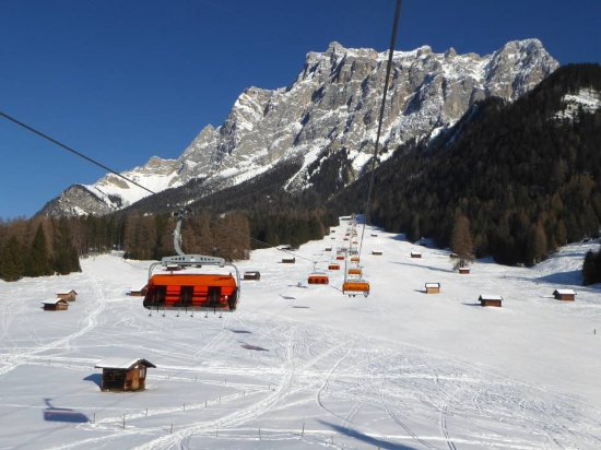 Ehrwalder Wettersteinbahnen - ski area in Tyrol on the sunny side of Zugspitze