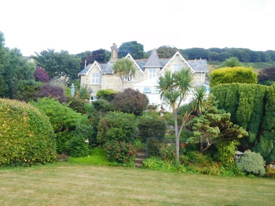 Elcombe is a south facing Victorian house in the village of Bonchurch.